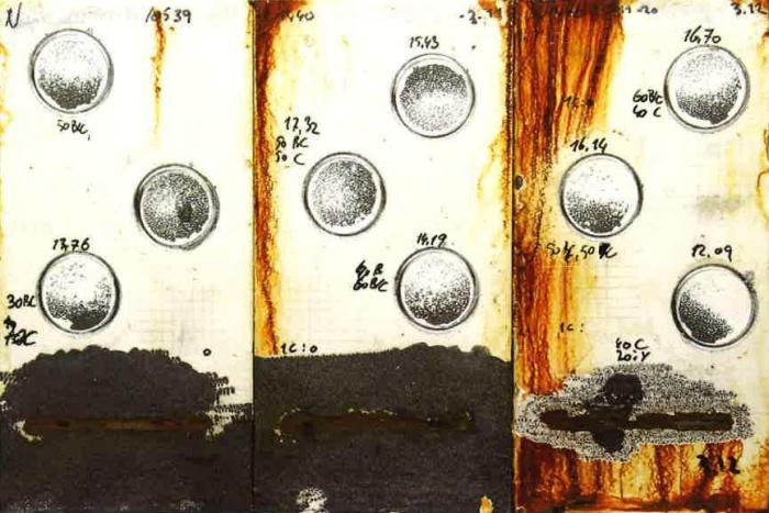 Płytki stalowe zabezpieczone Monoguard po 1440 godzinach badania w mgle solnej