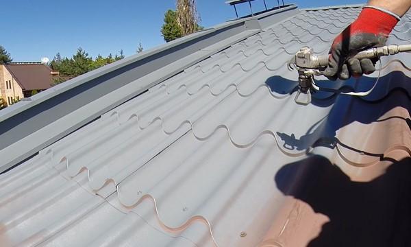 Profesjonalna farba do dachu na rdzę