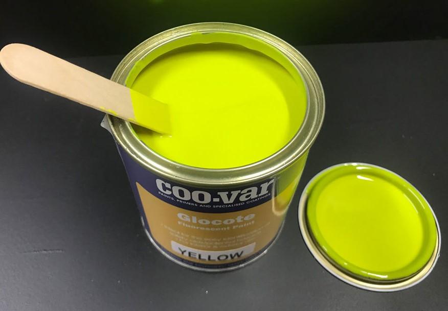 Farba fluorescencyjna