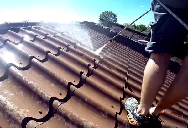 Czyszczenie dachu z blachy przemysłowego