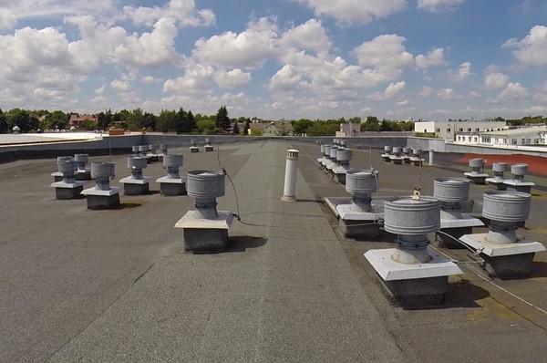 Dach bitumiczny z papy przed malowaniem