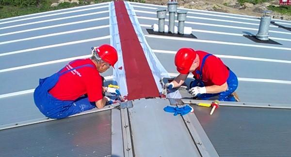 Naprawa i uszczelnienie dachów z blachy