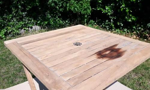 Stół przed olejowaniem olejem z silikonem