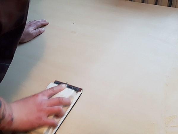 Szlifowanie drewna przed aplikacją
