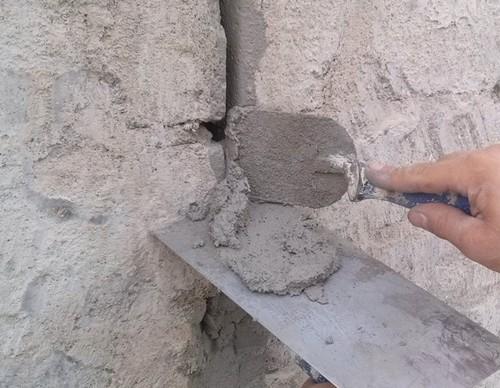 Elastyczna zaprawa naprawcza do murów