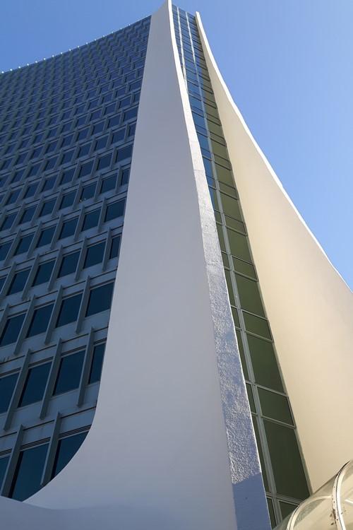 Farba strukturalna zewnętrzna do murów