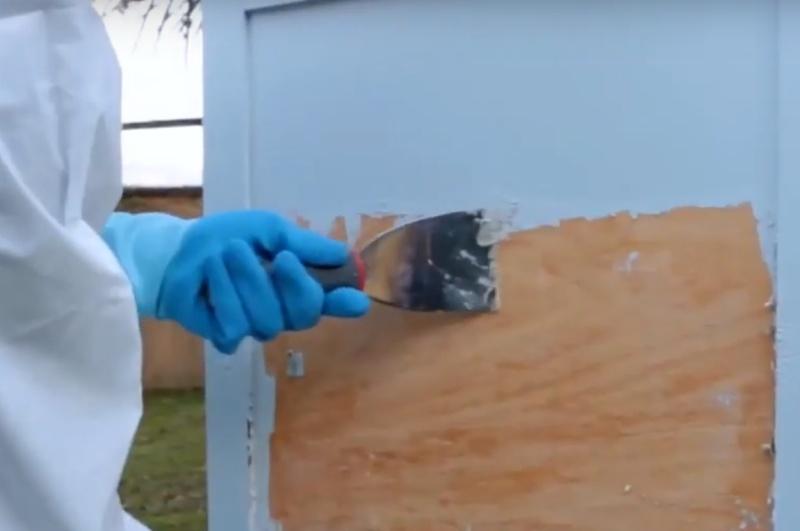 Preparaty do usuwania farb z drewna