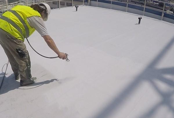 Bezpieczne produkty do naprawy i remontu dachów przemysłowych