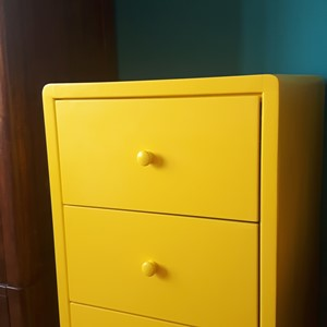 Farba do malowania szafy