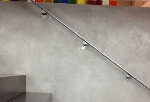 Bezbarwny lakier do malowania betonu, ścian