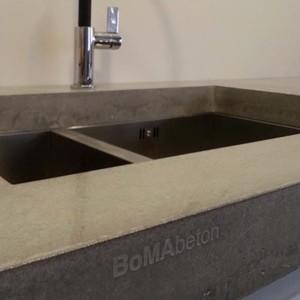 Lakier poliuretanowy do betonu architektonicznego