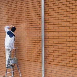 Lakier bezbarwny do zabezpieczania betonu, cegieł