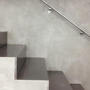 Lakier bezbarwny do betonowych ścian