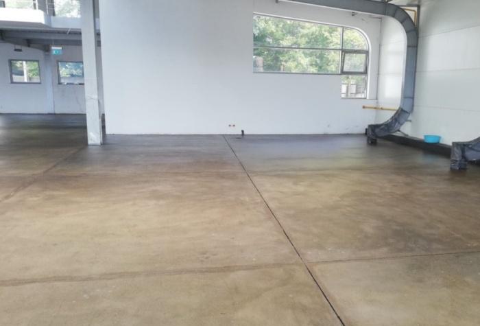 Lakier bezbarwny do betonu