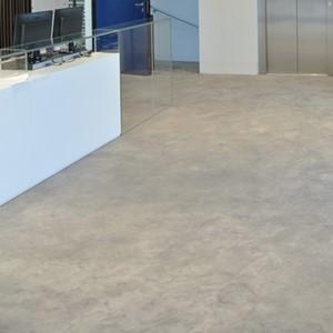 Bezbarwny lakier poliuretanowy do betonu