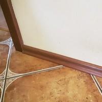 Montaż listew podłogowych