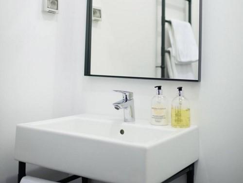 Farba do łazienki biała i kolory