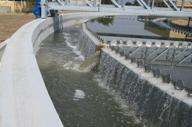 Farba do zbiorników wodnych