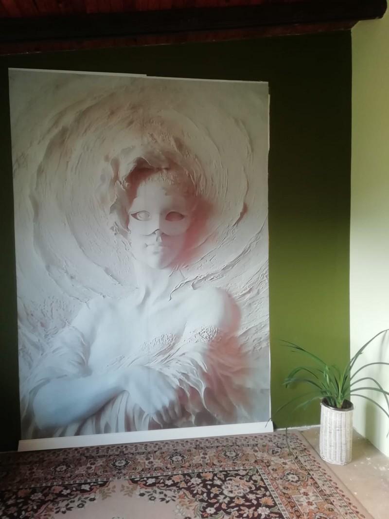 Farba akrylowa do ścian Deco Acryl w wykończeniu matowym w kolorze NCS S 5540-G60Y na ścianie pokoju