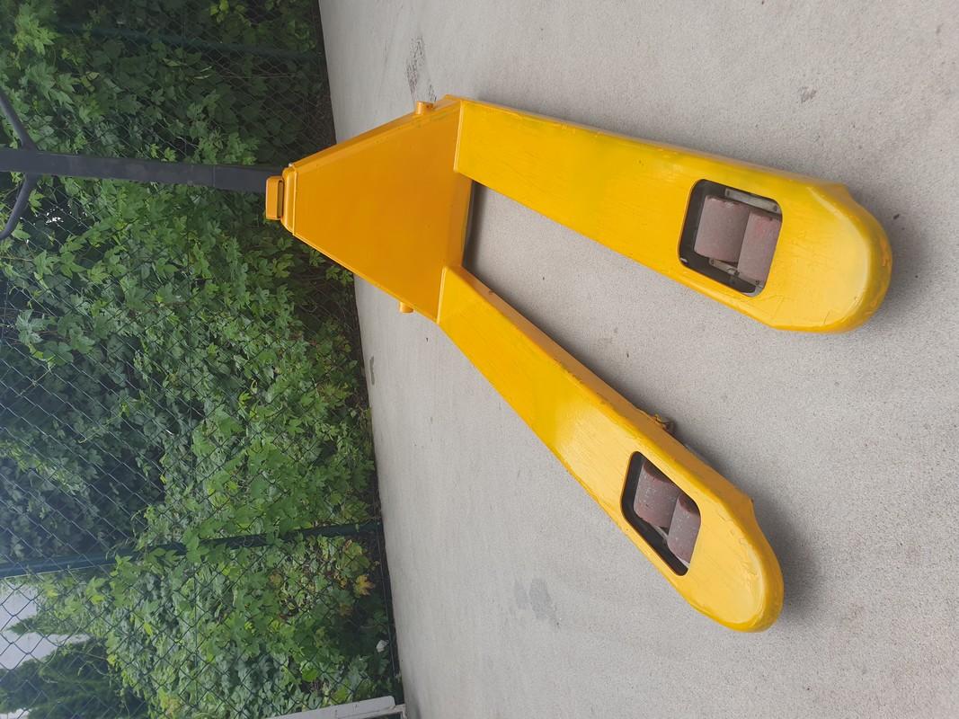 Spray w kolorze RAL 1007 na wózku