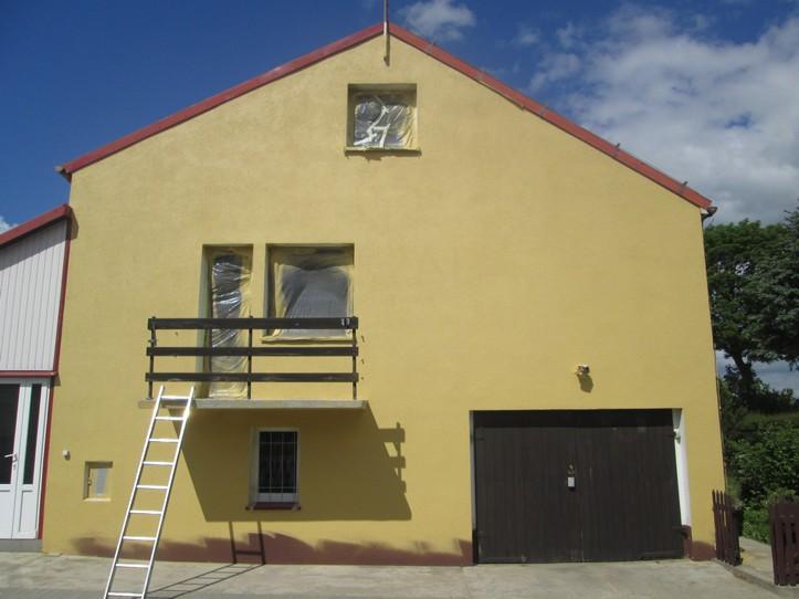 Farba elewacyjna Elastoflex RAL 1002 na ścianie