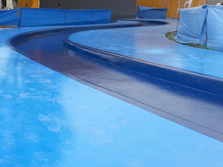 Nawierzchnia poliuretanowa P101 RAL 5003 na fontannie