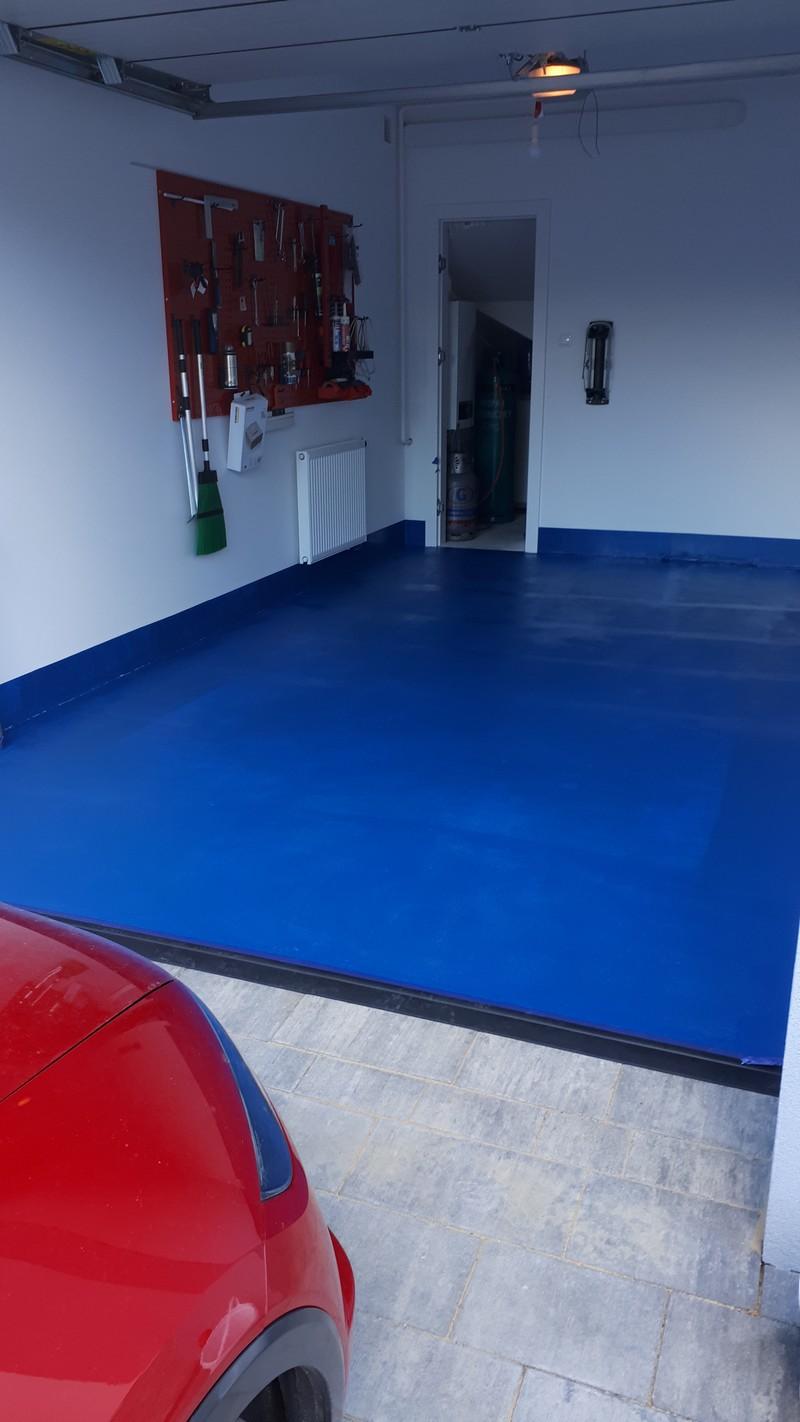 Farba Hydropox na posadzce garażowej