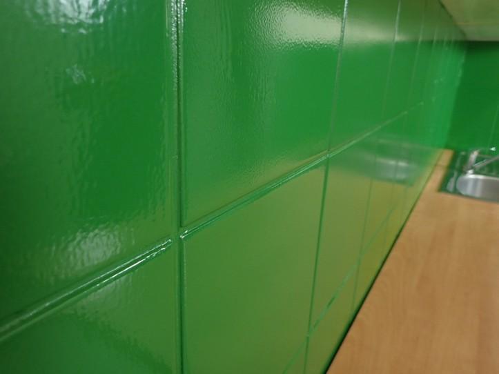 Farba do płytek ceramicznych Hydropox RAL 6017 na płytkach