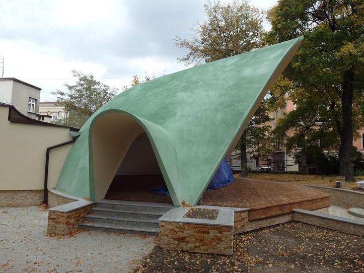 Powłoka dachowa Elastodeck na amfiteatrze
