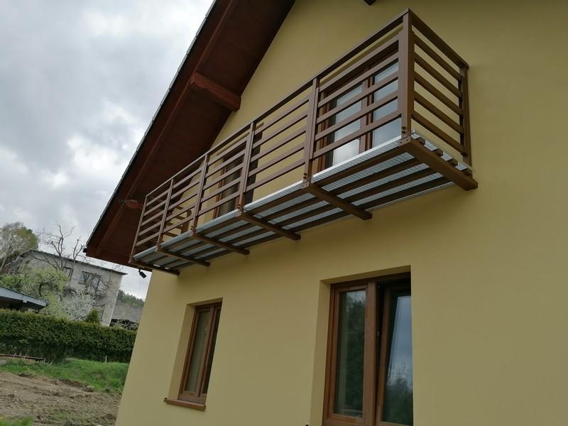 Farba do drewna Elastoflex oraz farba na ocynk Multiprim na domu