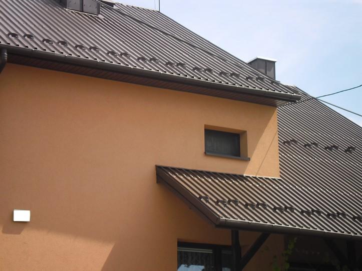 Preparat antykorozyjny, uszczelniający Elastometal RAL 8017 na dachu