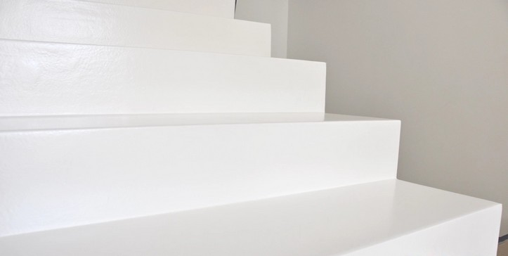 Emalia epoksydowa ProFloor Plus RAL 9010 na schodach