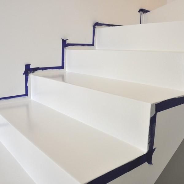 Lakier bezbarwny do schodów betonowych