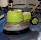 Aplikacja lakieru do wykładzin - czyszczenie wykładziny