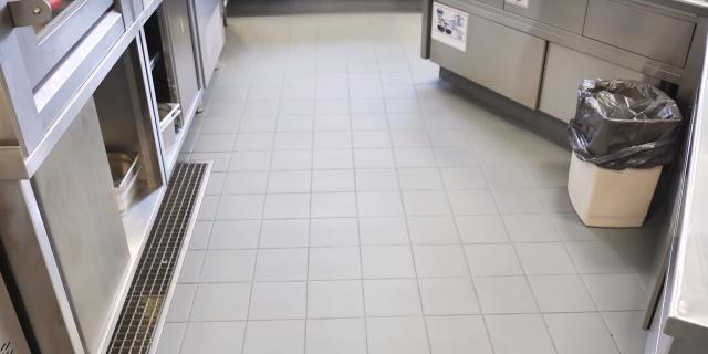 Malowanie kafelków podłogowych