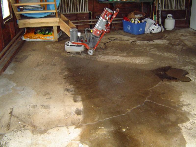 Odnowa posadzki w garażu - szlifowanie