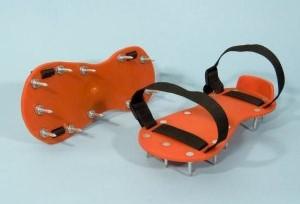 Buty z kolcami do posadzek samorozlewnych