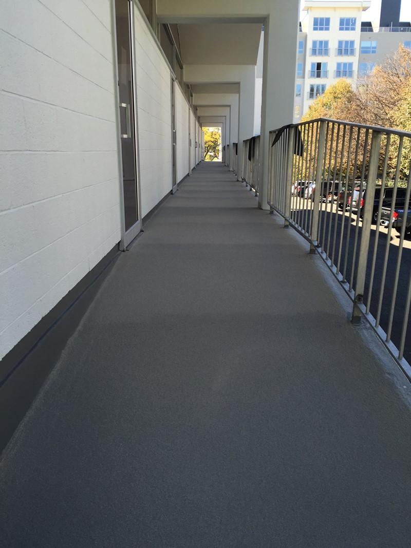 Renowacja balkonu - zasypywanie piaskiem