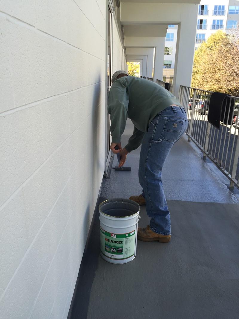 Renowacja balkonu - malowanie