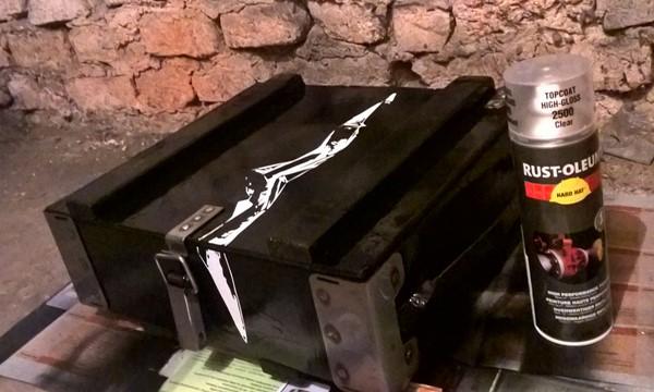 Lakier bezbarwny w sprayu